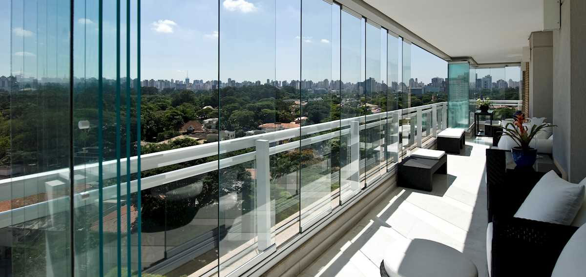 solarlux-sliding-glass-balcony-glazing-1200x600